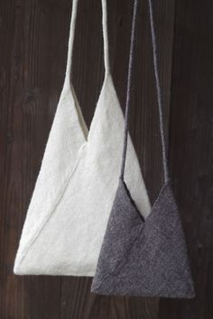 Triangle bags. Learn to sew them at www.japanesesewingpatterns.com