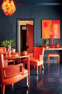 black walls and orange. zinging zingy> a lot of the orange BUT black walls yeah Interior Desing, Interior Inspiration, Interior And Exterior, Interior Decorating, Inspiration Design, Deco Cool, Orange Rooms, Deco Design, Design Design