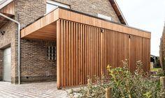 Houten aanbouwcarport en fietsenstalling | Woodproject Patio Canopy, Pergola Patio, Backyard, Outdoor Rooms, Outdoor Living, Yard Design, House Design, Cantilever Carport, Carport Modern