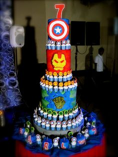 THE AVENGERS CAKE. I think I just died! I love this cake!