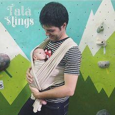 Esse bebê lindo é o Lucas! Ele tá aconchegado no papai na sua primeira saída oficial! O registro foi da mamãe @marianamessina