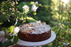 Kesän valloittavin raparperikakku - mehevä ja helppo tehdä Pudding, Baking, Desserts, Food, Tailgate Desserts, Deserts, Custard Pudding, Bakken, Essen