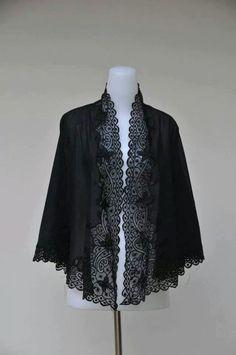 Kebaya hitam Kebaya Lace, Kebaya Hijab, Kebaya Dress, Batik Kebaya, Kebaya Brokat, Kebaya Encim Modern, Modern Kebaya, Traditional Fashion, Traditional Outfits
