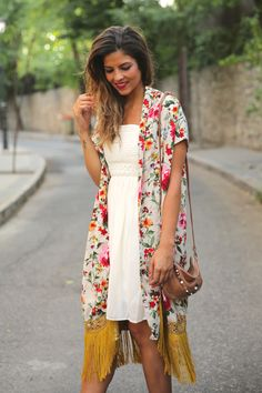 Original. trendy_taste-look-outfit-street_style-ootd-blog-blogger-fashion_spain-moda_españa-kimono-vestido_blanco-vestido_verano-playa_beach-dress-cowboy_booties-botines_camperos-8