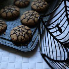 Hemsley And Hemsley, Chocolate Drizzle, Ground Almonds, Halloween Cookies, Peanut Butter Cookies, Foodies, Festive, Vanilla, Pumpkin