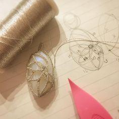 """41 Likes, 7 Comments - @kukutail on Instagram: """"育児ストレスで(?)DMC'Diamant'を熟考しないまま購入。大事にあたためていた「ビーズを包み込むデザイン」に挑戦中です。 ラメで目がチカチカするぅぅぅ(*_*) #tattinglace…"""""""