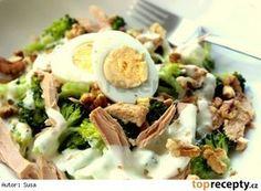 Brokolicový salát s tuňákem a ořechy