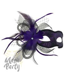Grandiosity, luxury, and class are only a few adjectives to depict this complex black/purple mask. The aesthetic screams sophistication. Diy Crafts For Gifts, Decor Crafts, Masquarade Mask, Venetian Wedding, Masquerade Centerpieces, Costume Craze, Diy Mask, Birthday Bash, Sweet 16