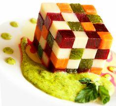 Креативное оформление винегрета  в форме кубика Рубика