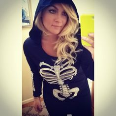 Pin for Later: 47 Last-Minute Halloween Costumes That Won't Get You Fired A Skeleton What You'll Need: A shirt or sweater with a skeleton print on it. Keep the rest of your outfit black.