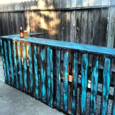 DIY pallet bar with turquoise in the backyard of my dream home