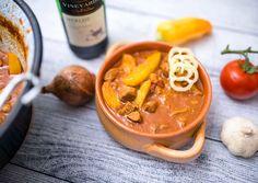 (3) Bográcsos pincepörkölt | Bérczi Róbert receptje - Cookpad receptek Hummus, Thai Red Curry, Recipies, Food And Drink, Dishes, Vegetables, Cooking, Ethnic Recipes, Youtube