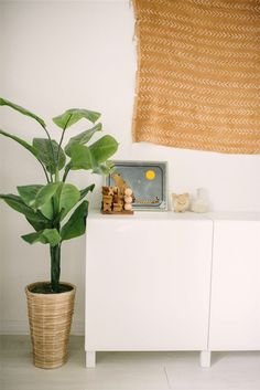 Step Inside The Beachy, '70s Home Our Dreams Are Made Of | Glitter Guide