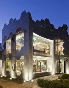 The Uncanny Honeycomb Inspired Estar Móveis Store in Brazil