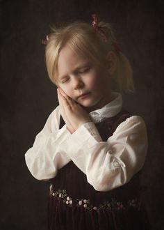 #fotomalarstwo #fotograf_szczecin #sobota_fotografia #girl #indoorsession #childrenphotography #naturallight #portrait