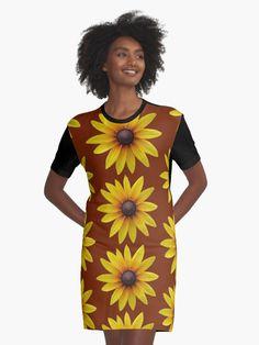 Trendige Mode mit einer zauberhaften Blume,  Sommer Sonne  #mode #kleidung #dress #blume  #bloom #blüte #bloem #natur #design #fashion #style #summer #sommer #flowerfield #flores #gelb #rosa #blau #grün #rot #weiß #pouch #purse #pocket #nature #daisy #case #floral Shirt Dress, People, Pouch, Bloom, Dresses, Summer, Design, Fashion, Yellow Flowers