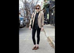 all black + brown blazer + brown shoes