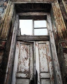 #lackoj #doors #archiecture #oldhouse #ruin #zarevuca #samsunggalaxya52017 #Ruzomberok #slovakia