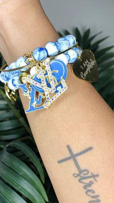 Arm Candy Bracelets, Diy Beaded Bracelets, Bangle Bracelets With Charms, Stackable Bracelets, Bracelet Crafts, Bangle Set, Weird Jewelry, Metal Jewelry, Beaded Jewelry