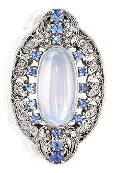 Tiffany OFF! RP: Platinum Moonstone Sapphire Brooch Tiffany Co. Moonstone Jewelry, Gems Jewelry, Jewelry Crafts, Jewelry Art, Fine Jewelry, Fashion Jewelry, Jewelry Design, Jewelry Necklaces, Edwardian Jewelry