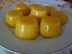 1/2 kg de açúcar - 3 xícaras (chá) de coco fresco ralado - 3 colheres (chá) de manteiga em temperatura ambiente - 18 gemas