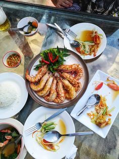 Koh Samui Food - Haad Bang Po Restaurant. Shrimps, papaya salad & clear soup. Absolutely delicious! Tempura, Bob Marley, Eating Well, Pasta Salad, Ramen, Traveling By Yourself, Shrimp, Curry, Destinations