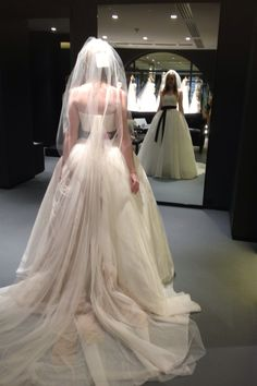 Vera Wang Harlow... I absolutely LOVE the back of this dress. It is so unique, so breathtaking. #verawang #harlow