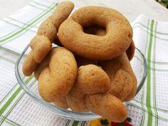Αυτά τα κουλουράκια αγαπημένοι μου φίλοι με έχουν καταστρέψει!   Είναι η πολλοστή φορά που τα φτιάχνω μέσα σε λίγες βδομάδες!   Είναι μι... Greek Sweets, Greek Desserts, Greek Recipes, Greek Cookies, Almond Cookies, Peanut Butter Cookies, Biscuit Bar, Biscuit Cookies, Sweet Buns