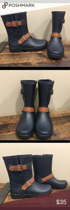 NEW Sperry Walker Fog Rain Boots sz 5 New, adorable short rain boots. Navy with brown straps. Still have Nordstrom tag inside. Size 5.  Please check out my closet for more awesome kids shoes! Sperry Shoes