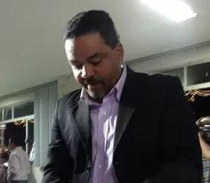 Lícius confirma diálogo com Laelson e diz ter outros 3 nomes para treinar o Central no estadual de 2016 http://www.jornaldecaruaru.com.br/2015/11/licius-confirma-dialogo-com-laelson-e-diz-ter-outros-3-nomes-para-treinar-o-central-no-estadual-de-2016/ …