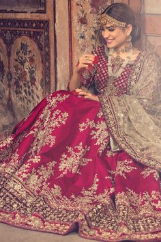 What is a Pakistani wedding dress if not red in color? Red has always been the most sought out color for a Pakistani wedding dress. This beautiful red Lehenga is a perfect bridal wear for a traditional bride. Indian Bridal Outfits, Pakistani Wedding Outfits, Indian Bridal Lehenga, Pakistani Wedding Dresses, Indian Dresses, Red Lehenga, Bridal Sari, Eid Dresses, Bridal Lengha 2018