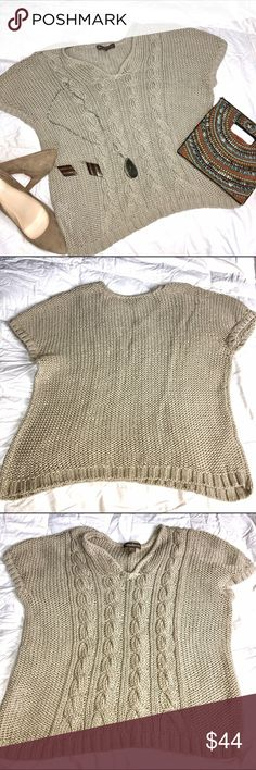 Tommy Bahama Cable Knit Sweater 💋 Cute & Cozy 100% Cotton Sweater. Just Love it!  Gently used. Don't forget to bundle if something else catches your eye! I will ship all items together. Happy Poshing! ❤️ Tommy Bahama Sweaters V-Necks