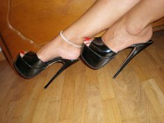 22 High Heel Mules To Update You Wardrobe This Summer - Shoes Fashion & Latest Trends Hot High Heels, Sexy Heels, Stiletto Heels, Gorgeous Heels, Latest Shoe Trends, Pumps, Only Shoes, Killer Heels, Cute Sandals