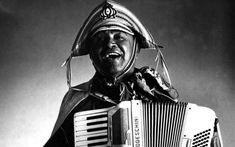 Music: Os cem anos de Luiz Gonzaga, um ícone que saiu do Nordeste para ganhar o Brasil - Música - iG