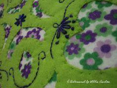 Detalhe da mini almofada em feltro vazado by Litta Santos