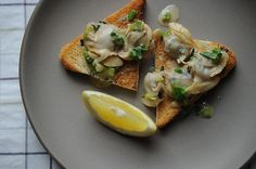Clams on toast. Yum.