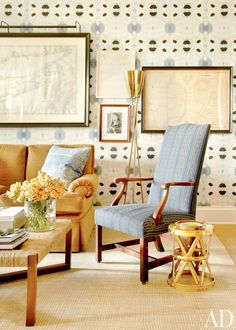 #Wallpaper ideas at the sitting area in a #living room that enhances the #decor