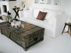 Love the coffee table by supercarmencita