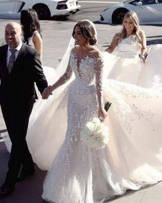 Plain Wedding Dress, Wedding Dress Gallery, Luxury Wedding Dress, Long Wedding Dresses, Bridal Dresses, Wedding Gowns, Prom Gowns, Lace Wedding, Stunning Dresses