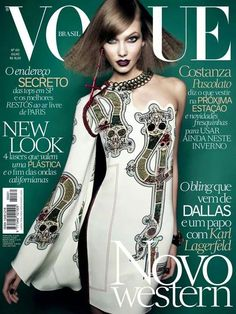 Karlie Kloss Covers Vogue Brasil's July 2014 Issue American model Karlie Kloss covers the July 2014 issue of Vogue Brasil. The catwalker is photographed by Henrique Gendre in front of a similar green. Vogue Covers, Vogue Magazine Covers, Fashion Magazine Cover, Fashion Cover, Karlie Kloss, Foto Fashion, Fashion Models, High Fashion, Fashion Trends