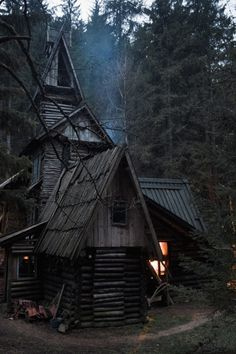 Little Witch cottage ? Little Witch cottage ? Witch Cottage, Witch House, Spooky House, Halloween House, Ideas De Cabina, Cabin In The Woods, Cottage In The Woods, Drag, Witch Aesthetic
