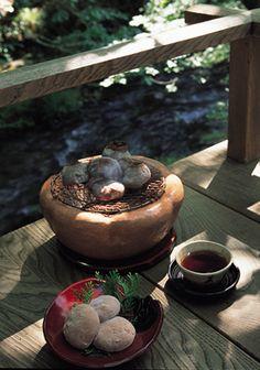 京都・美山荘がお得意様のお歳暮に作る手作り栃もちを限定販売 - 美山荘の栃もち(約70g×10個)