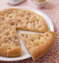 La vraie tarte au sucre du Nord Pas-de-Calais est une brioche moelleuse recouverte de sucre de betterave (ou vergeoise) qui caramélise la crème fraîche, un vrai délice !