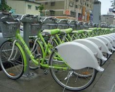 Второй по величине город Тайваня может похвастаться отличной велокультурой. Так как улицы города ровные и расположены по принципу сетки, передвигаться по ним на велосипеде легко. Городское правительство приложило максимум усилий для популяризации велосипедов, построив по всему городу велодорожки, а также организовав станции проката в рамках программы «Городской велосипед». Имея членскую карточку, любой может взять в аренду велосипед в автоматизированной точке, поездить и вернуть в любой…