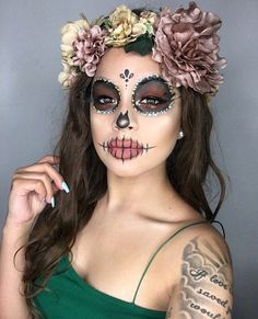 Are you looking for ideas for your Halloween make-up? Browse around this website for creepy Halloween makeup looks. Beautiful Halloween Makeup, Halloween Makeup Looks, Scary Halloween, Pretty Halloween, Couple Halloween, Pretty Skeleton Makeup, Mexican Halloween Costume, Group Halloween, Halloween Halloween