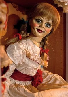 New Horror Movie 'Annabelle' - New Scary Doll Photo Released. Going to do this makeup!