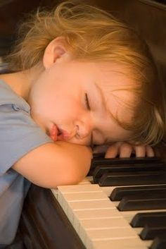 She played herself a lullaby and it worked.... The most adorable capture of Piano! Teach the children to play Lullaby's ♥