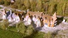 Imagini pentru castelul de lut atractii