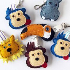 Divertimento a mano sentivo fascino animale sacchetto o ippopotamo di scimmia portachiavi Tucano o leone di TheBigForest su Etsy https://www.etsy.com/it/listing/178611384/divertimento-a-mano-sentivo-fascino