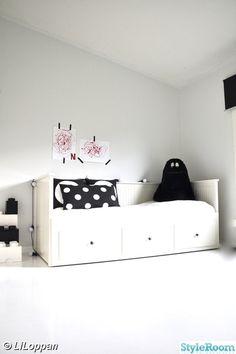 flickrum,vitt,svart/vitt,säng,sänglåda,dagbädd,flicksäng